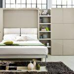 подъемная кровать в маленькой стенке