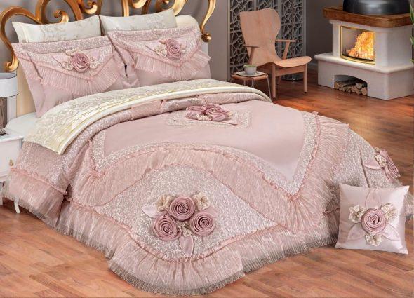 Покрывало с рюшами на кровать