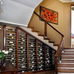 полки для вина под лестницей