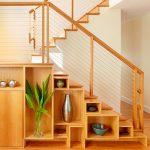 полки и шкафчики под лестницей