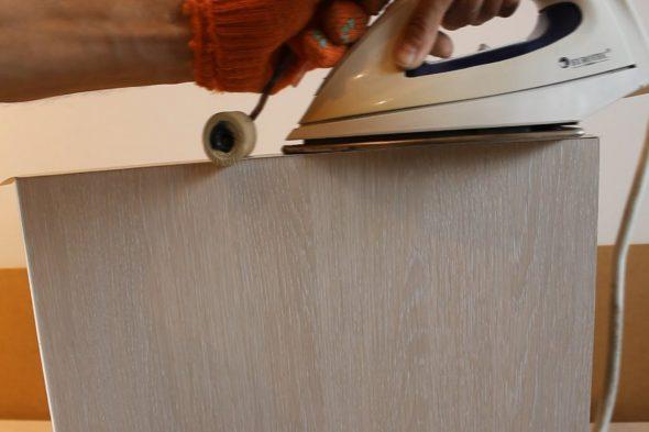 приклеивание кромки утюгом с валиком