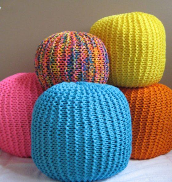 пуфы вязаные цветные