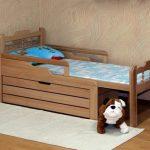 Раздвижная кровать в интерьере детской