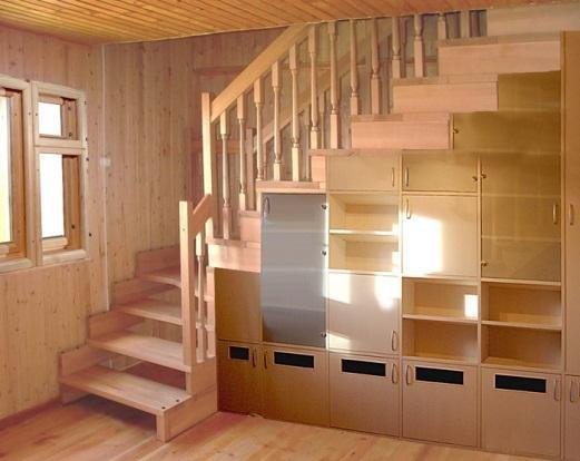 шкаф под лестницей на даче