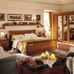 сколько надо полок над кроватью