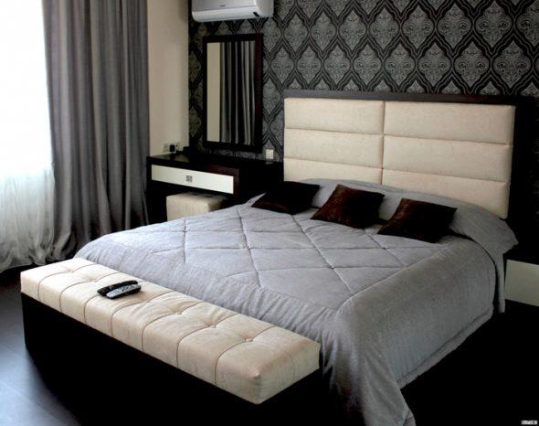 кровать у стены