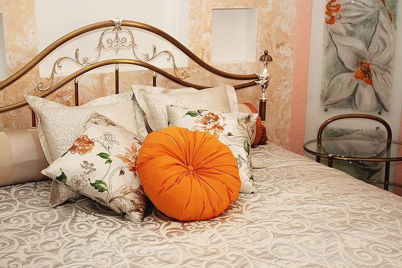 Подушка для спальни своими руками 38