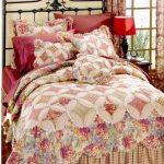 Стильное одеяло для кровати