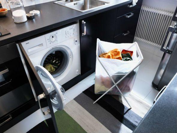 стиральная машина на кухне белье