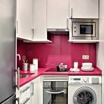 стиральная машина в маленькой кухне
