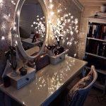 гримерный столик с овальным зеркалом