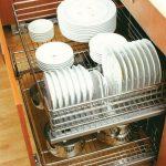 сушилка для посуды в нижнем шкафу