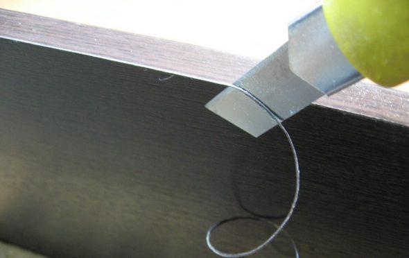 удаление излишков кромки ножом