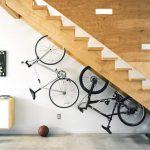 хранение велосипедов под лестницей