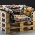 удобное кресло из поддонов