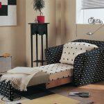 удобное кресло-кровать для гостей
