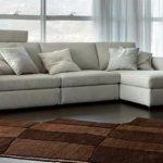 угловой диван-кровать в гостиную нежного цвета