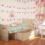 Вместительная деревянная детская раздвижная кровать