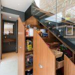 ящики и шкафчики для продуктов под лестницей