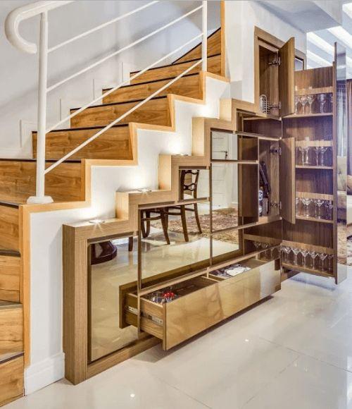 зеркальные ящики и шкафы под лестницей