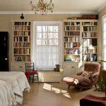 Книжные полки в спальне