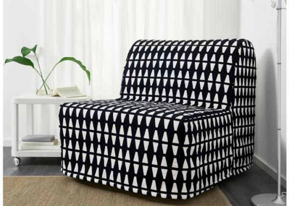 Кресло-кровать в чехле
