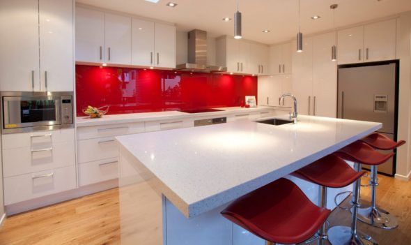 Кухонный фартук на базе стекла