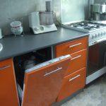 Посудомоечная машина машина в интерьере кухни фото