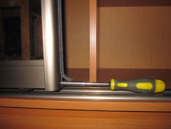 Шкаф купе установка дверей