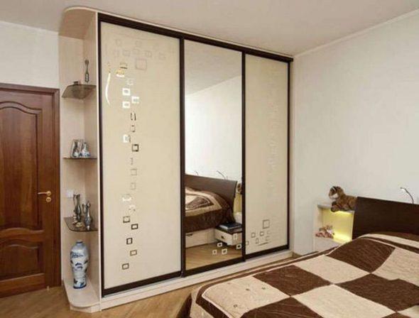Шкафы купе на заказ с зеркалами в спальню