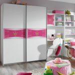 Шкафы-купе в детскую комнату для маленькой девочки