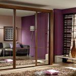 Замечательное решение – угловой или встроенный шкаф купе для гостиной