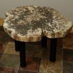 Журнальный столик из древесины