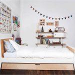 детская выдвижная кровать в спальне фото