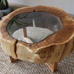 дизайнерский столик из спила дерева и стекла