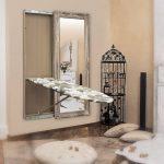 доска гладильная в зеркале