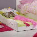 двухъярусная выдвижная кровать для спальни