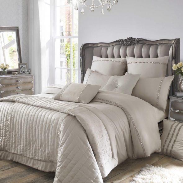 спальня с серой мебелью
