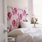 изголовье кровати цветы