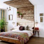 изголовье кровати из дерева