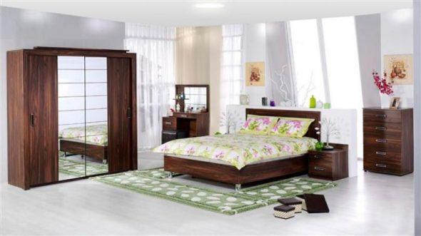 класическая модель кровати темного цвета