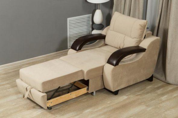 кресло-кровать кремового цвета