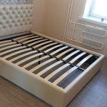 кровать с ортопедическим основанием для спальной комнаты