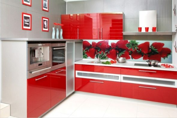кухонный фартук из стекла для красной кухни