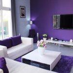 бело фиолетовый интерьер зала