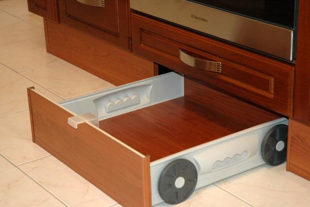 Выдвижной ящик на кухню своими руками