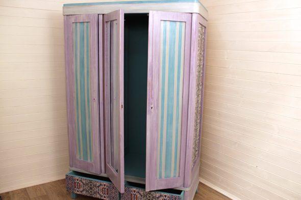 окрашенный шкаф