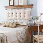 подушки на изголовье кровати