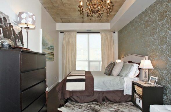 расположить кровать у длинной стены