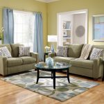 Серый диван в кантри стиле